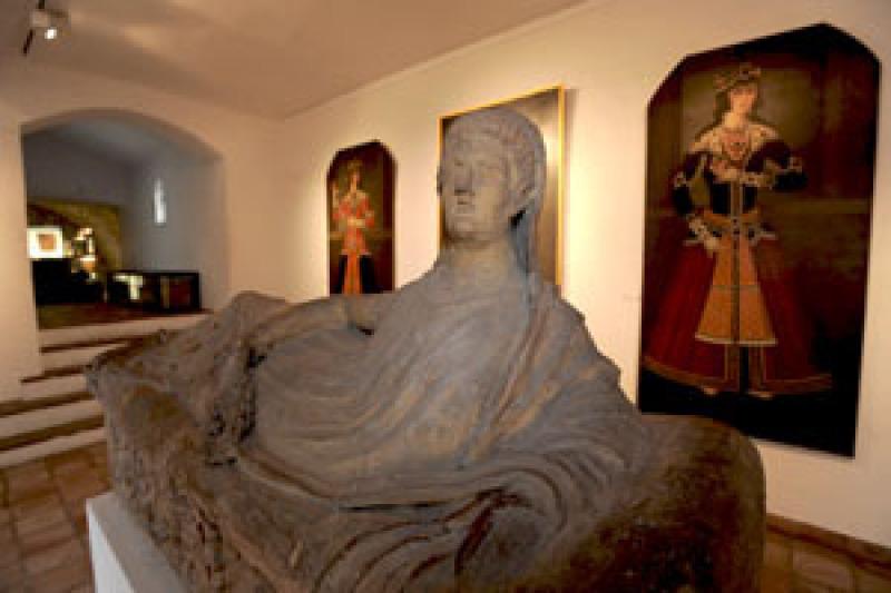 ANAIS BROCHIERO / CRT - CANNES LE 27/04/2009 - MUSEE DE LA CASTRE. COLLECTION  D'ART PRIMITIF