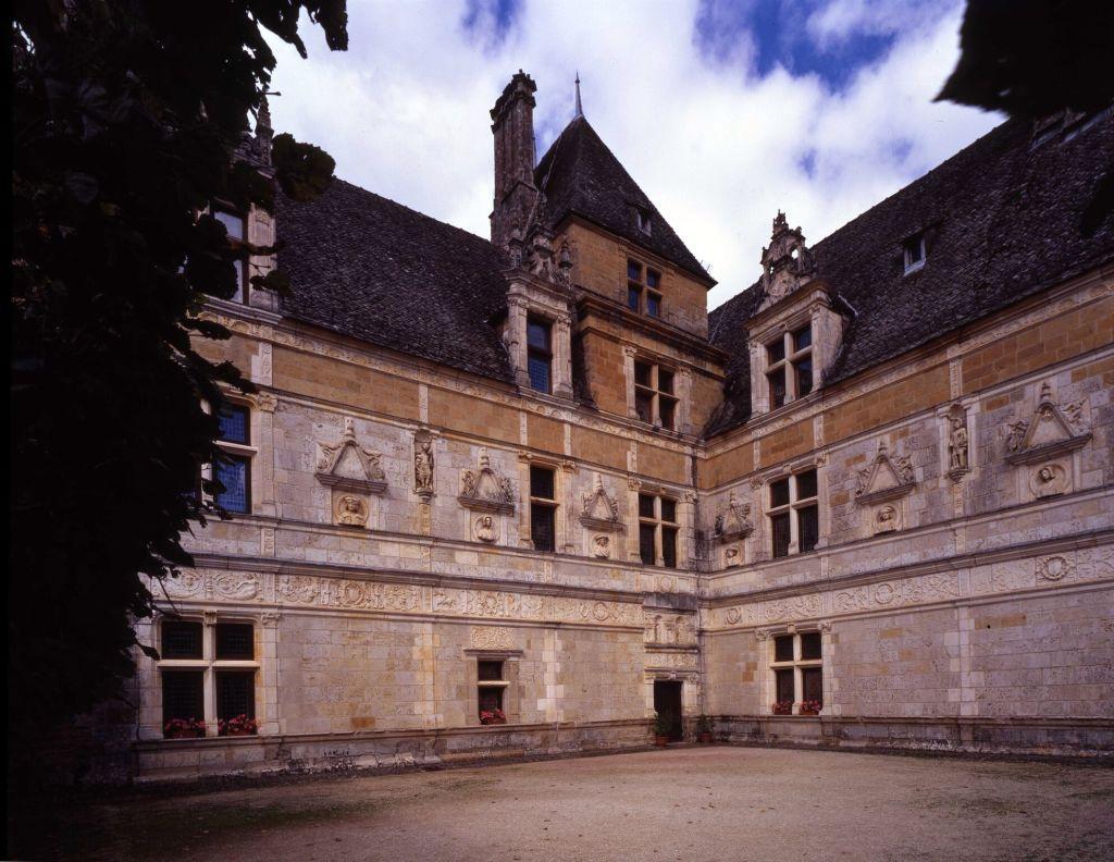 Château de Montal A partir du 9 juillet 2016 46400 Saint-Jean Lespinasse Tous les jours de 10h à 12h30 et de 14h à 18h30 Tarif- 7,50€, tarif réduit 6€, gratuit pour les -18ans. 4