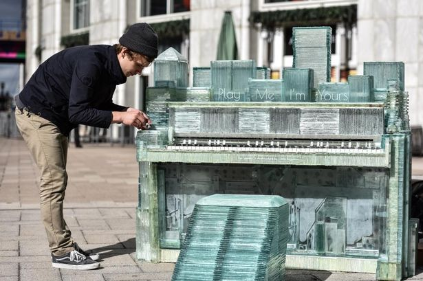 play me i m yours bercy village