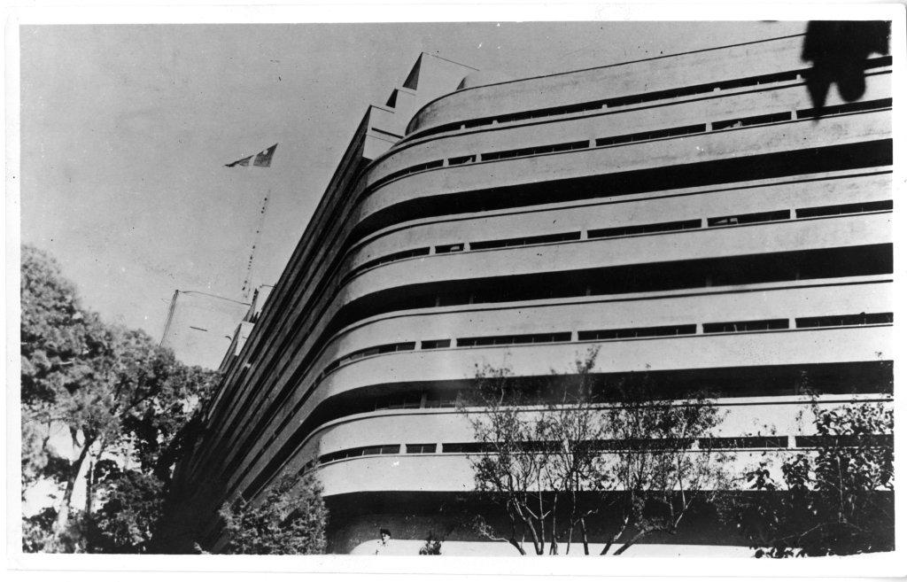 1930-1932. Hôtel Latitude 43, Saint-Tropez, vue partielle de la façade, n.d., cliché anonyme
