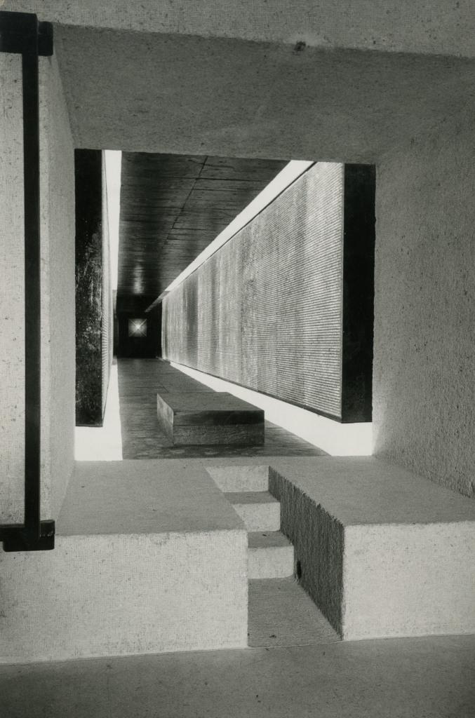 1954-1962. Mémorial des martyrs de la Déportation, Paris 4e, vue intérieure, n.d. cliché R. Bouwens, Paris