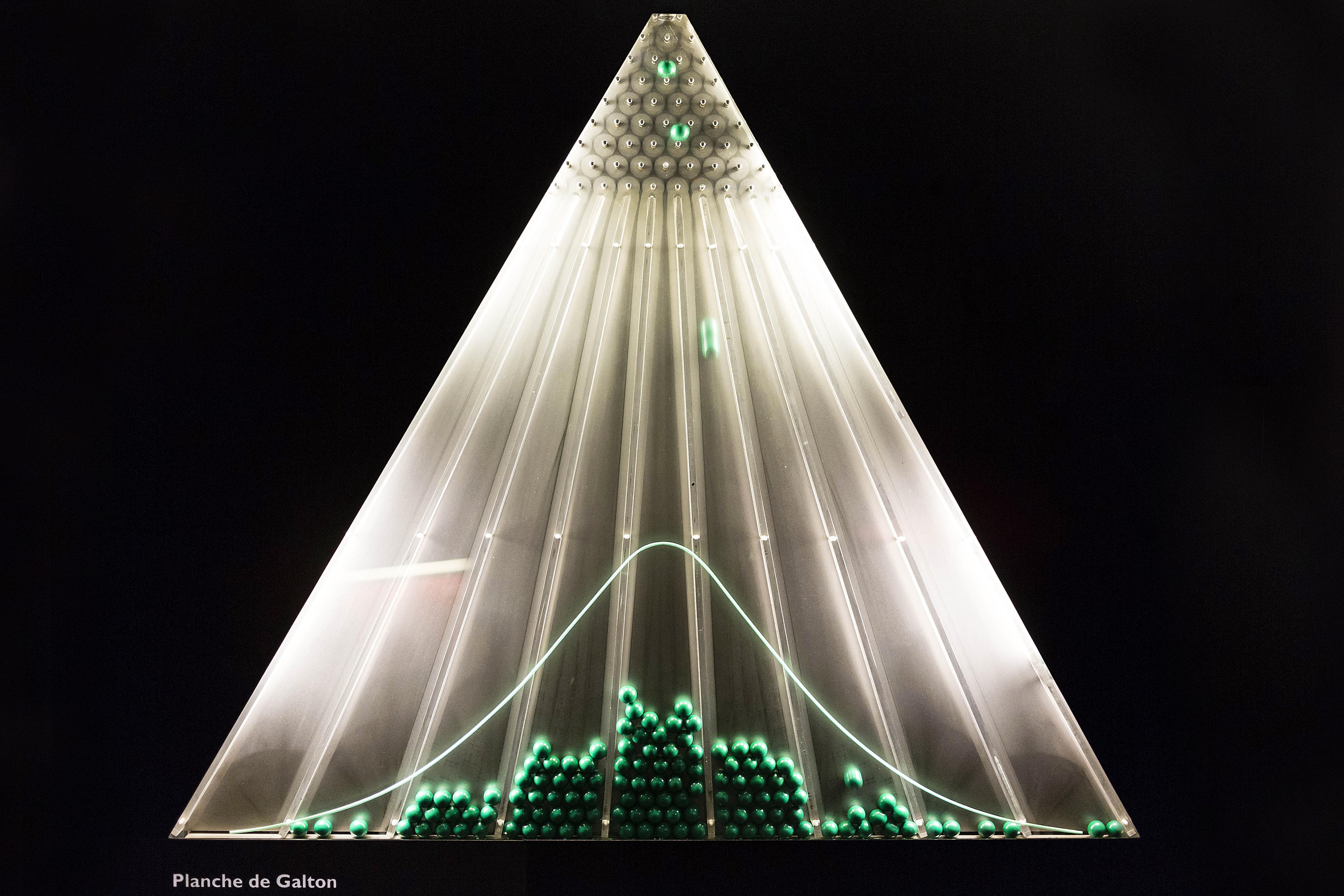 Planche de Galton, CitŽ des Sciences et de l'Industrie, Paris. © Arnaud Robin / + 33 (0) 6 76 23 38 34 http://www.arnaudrobin.net arnaudrobin@free.fr *** Local Caption ***
