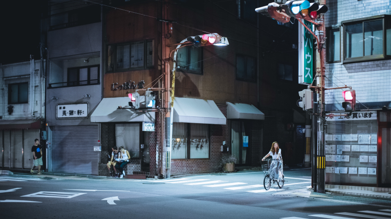 tzu-chin-yu-on-the-road-at-night-serie-